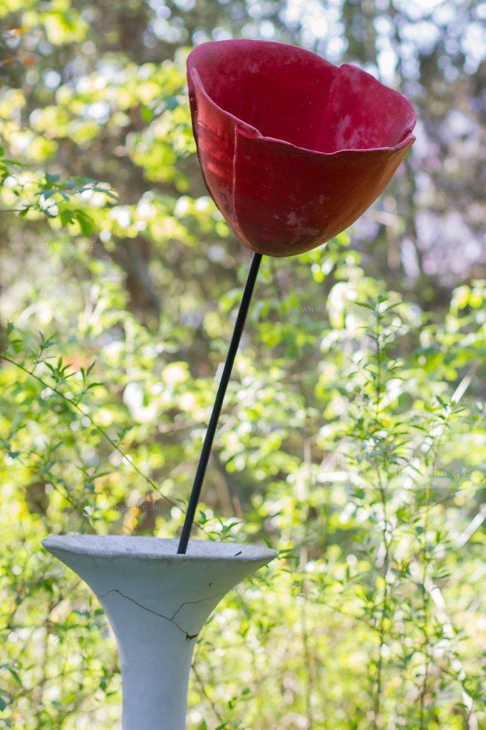 Bild: Rote Mohnblüte aus Keramik